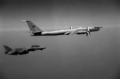 Guerra Fria: F-14 intercepta um Tu-142. Foto: internet