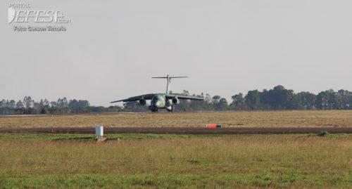 KC-390 pouso cabeceira 2