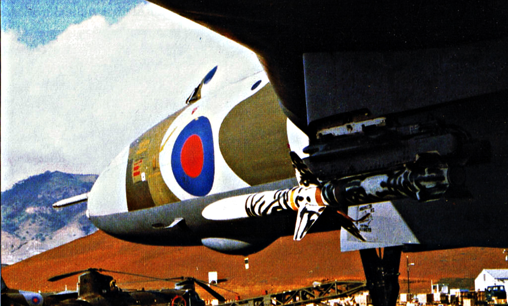 Avro Vulcan armado com míssil AGM-45 Shrike